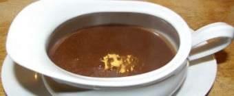 Rødvinssauce – opskrift på rødvinssovs til lækkert mørt kød